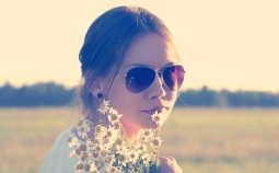 sunglasses-love-woman-flowers Kopie